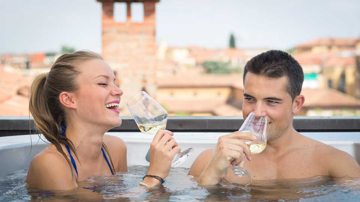 Hotel-Touring-in-centro- a-Bologna-jacuzi-estiva