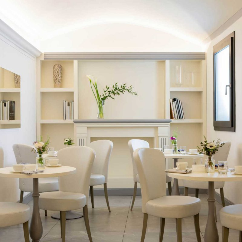 Hotel-Touring-in-centro--a-Bologna-la-taverna-dei-frati